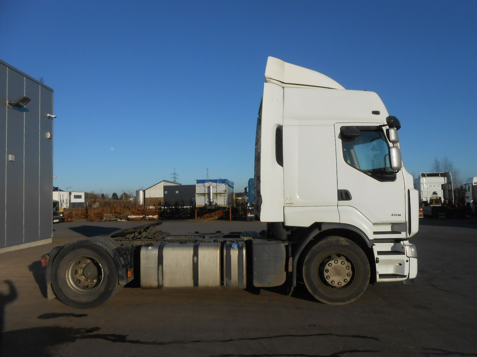 Second hand sale Tractor units - RENAULT PREMIUM 460DXI Tracteur (Belgique - Europe) - Houffalize Trading s.a.