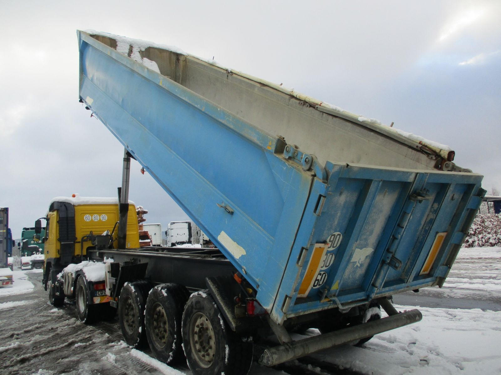 Second hand sale Semi-trailer - BENALU   BENNE (Belgique - Europe) - Houffalize Trading s.a.
